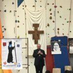 Rassemblement des collégiens autour de notre évêque