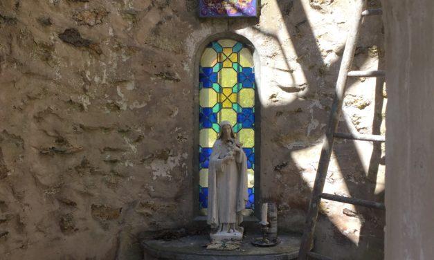 Chacun dans le secret de son cœur est allé recommander l'année 2020/2021 à Thérèse notre Sainte Patronne.